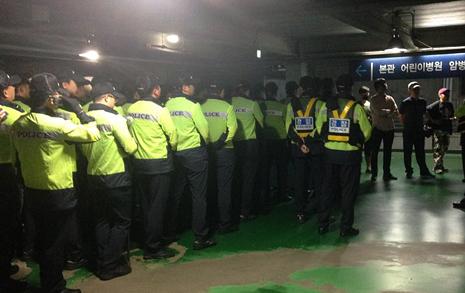 '위독' 백남기씨 병원에  경찰 200여명 배치, 왜?