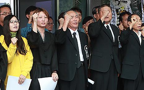 """""""추모시간에 회견을..."""" 백남기 농민 유족의 한탄"""