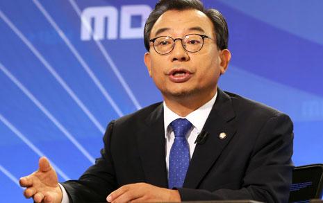 '미르'부터 '우병우'까지  박 대통령 변호한 이정현