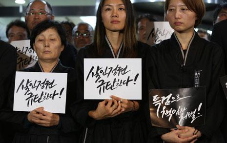 """""""경찰 손 절대 못 닿게 하겠다""""  백남기 유가족 '조건부 부검' 거부"""