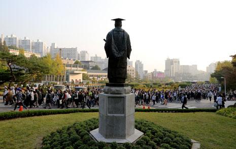 박근혜 정권과 이화여대  그들의 '기막힌 동거'