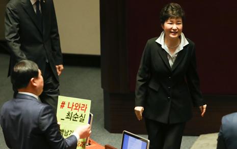 박근혜의 '개헌 카드', 그는 '국모'가 되려는가