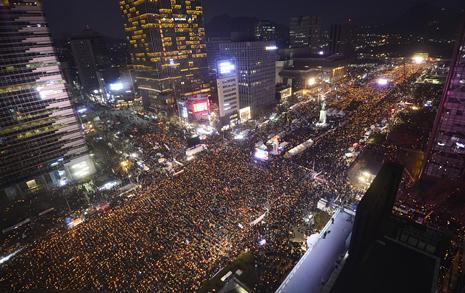 한국, 인류 최초로  '피 없는 혁명' 길에 올랐다