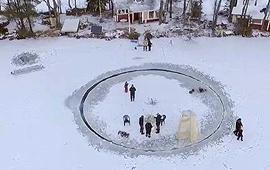 핀란드 호수 얼음 잘라 만든 회전판