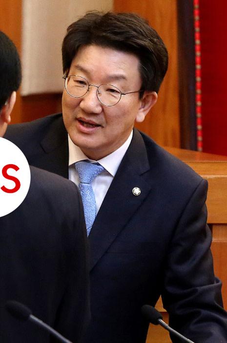 """울먹인 권성동  """"민주주의를 지켜달라"""""""