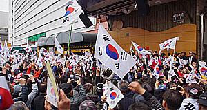 """""""정치인들, 이제 고마 와라"""" 서문시장 상인들 불만 고조"""