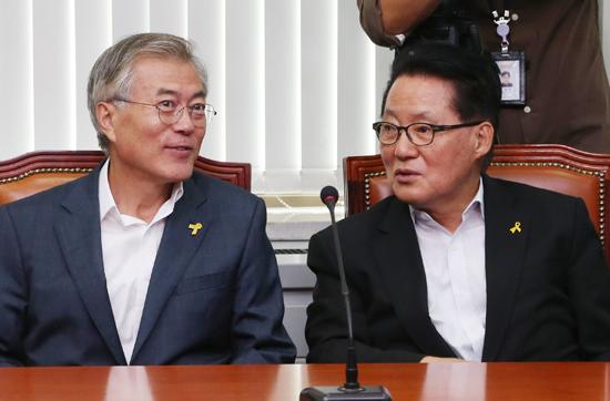 """'호남 대전' 최종 승자는?  박지원 """"문재인 되길"""""""