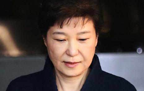 """""""대통령 권한남용, 증거인멸 우려"""" 뇌물 피의자 박근혜 구속영장 청구"""
