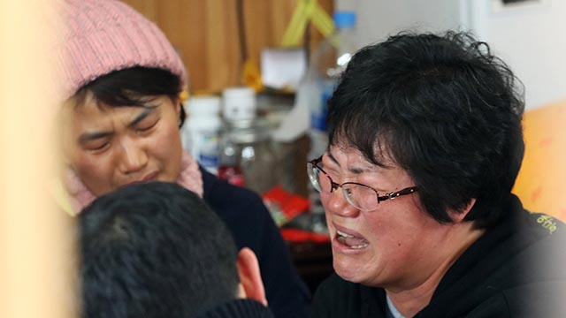 유해 발견 소식에 미수습자 가족들 '오열'