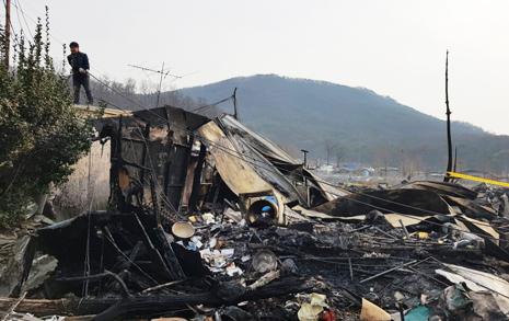 """불난 구룡마을, '뿔난'  이재민 """"구청 못 믿어"""""""