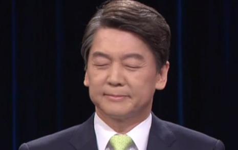 안철수 얼굴 일그러뜨린  홍준표의 '블랙리스트론'