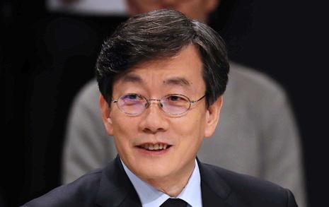"""'손석희 내각' 거론에   홍 """"선거법 위반"""" 진위는?"""