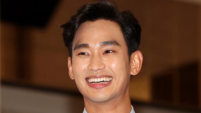 김수현, 다 갖춘 남자의 미소