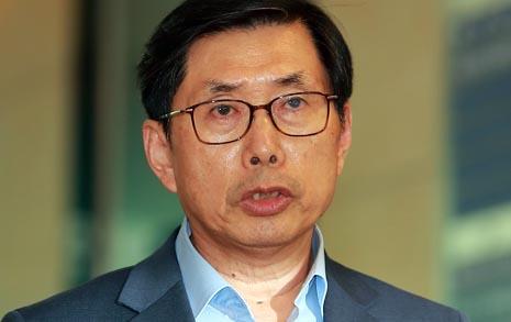 """지명 당일 출근한 박상기  """"반드시 검찰 개혁"""""""