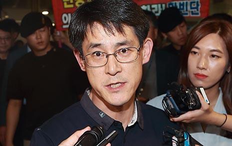 """귀국한 충북도의원 """"국민 아닌 언론이 레밍"""""""