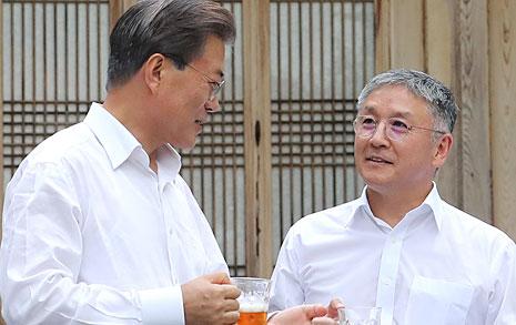 """문재인 대통령  """"'갓뚜기'는 새정부의 모델 기업"""""""