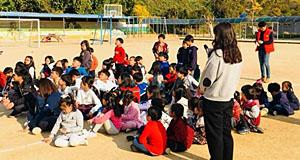 대피훈련 2주 만에 진짜 지진, 맨몸으로 뛰쳐나온 아이들