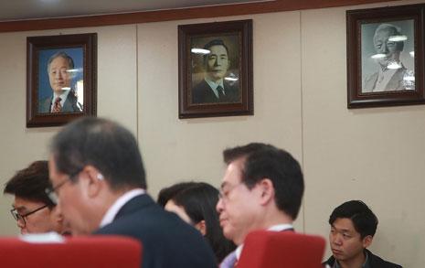 한국당이 선택한 세 대통령, 이명박·박근혜는?