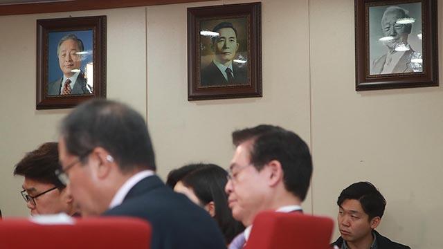 이승만·박정희·김영삼 사진 당사에 건 자유한국당