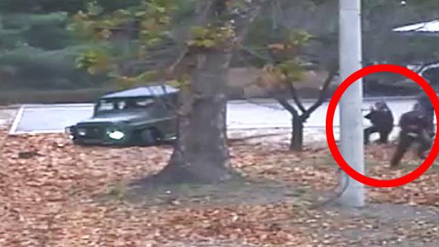 [북한군 JSA귀순] 귀순자 향해 사격하는 북한군 경비병들
