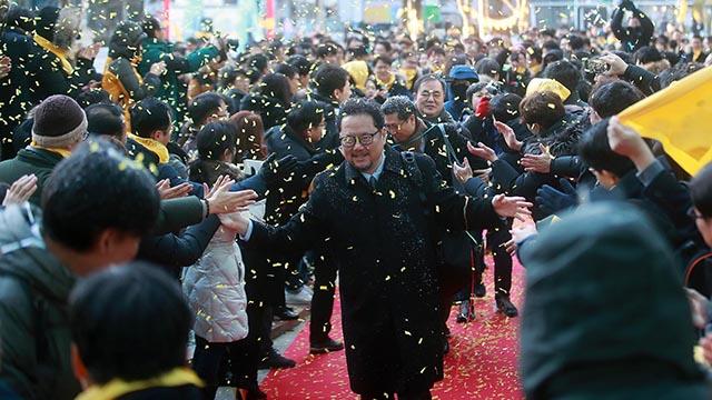 MBC 복직언론인들 레드카펫 밟으며 출근