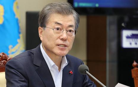"""""""정치 금도 넘었다... 분노"""" 문 대통령, MB성명 강력비판"""