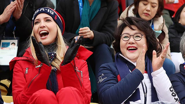 올림픽 관람하는 김정숙 여사와 이방카