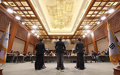 """선거연령 18세, 평시 군재판 폐지 """"이제 국회의 시간... 검토해달라"""""""