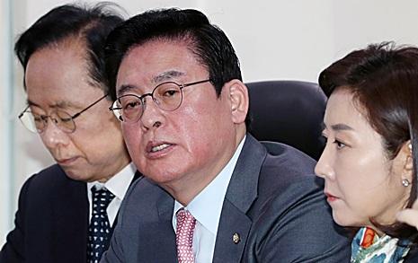 """""""바퀴벌레는 연탄가스에  죽나?"""" '반홍' 중진 반격"""