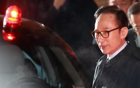 """이명박 전 대통령 구속 """"범죄 소명, 증거 인멸의 우려"""""""
