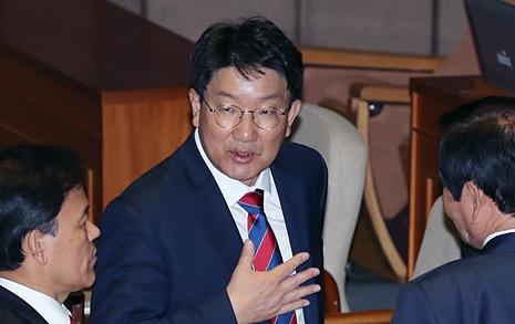 권성동으로 불똥 튄  국회 '홍문종·염동열' 구하기