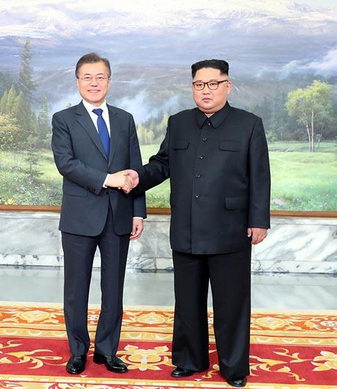 문재인 - 김정은 또 만났다