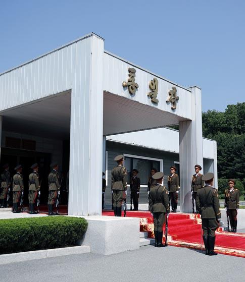 """""""미 - 북, 판문점 북측 통일각에서 접촉중"""""""