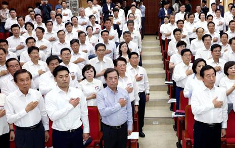 '자아비판' 나선 한국당,  제일 잘못한 점 1위는