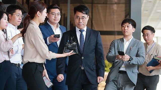 포토라인에 선 '증거인멸' 논란 유해용 전 판사