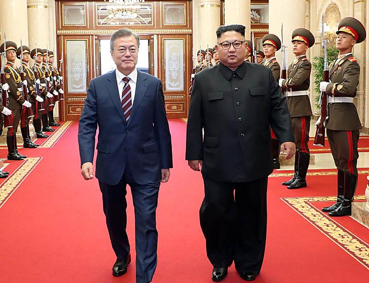 노동당본부 회담·생중계로  대외개방 의지 드러냈다
