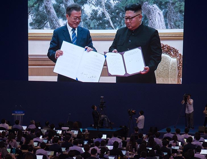 추가 정상회담 약 70분만에 종료  '9월 평양공동선언' 서명