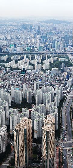 '문재인만 넘기자'는  부동산시장