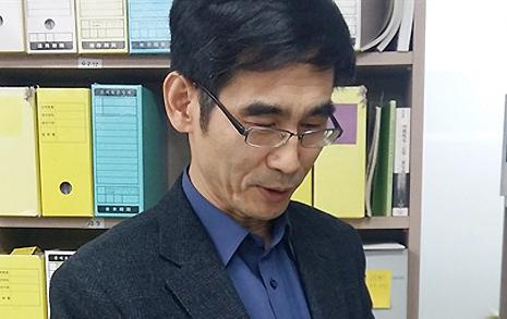 """""""'강제동원' 말 바꾼 아베  남북 '기억투쟁' 나서야"""""""