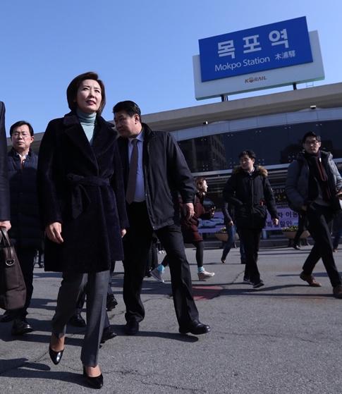 """""""손혜원 '알박기' 두둔 민주당, 눈물겹다"""""""