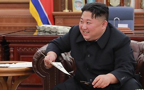 """트럼프 친서에 함박웃음 김정은 """"북미 함께 갈 것"""""""