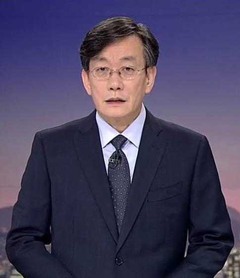 """'폭행 논란' 일축 손석희  """"흔들림 없이 뉴스 진행"""""""