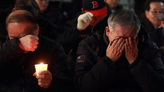 자유한국당사 앞, 눈물 쏟은 5.18유공자들