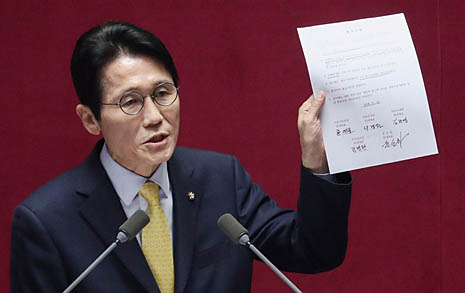 윤소하 연설 3분만에 집단 퇴장한 한국당