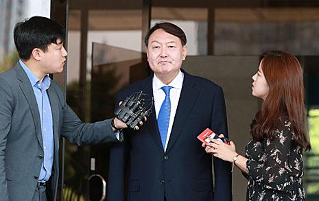 """윤석열이 불편한 한국당  """"독립성은 날샌 지 오래..."""""""