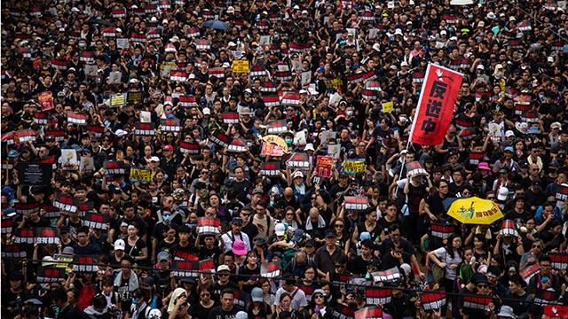 200만 운집한 홍콩 '검은행진' 24시간 추적기