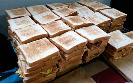 카페 샌드위치가 뭐라고, 무급 알바 자처한 사람들