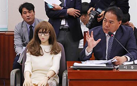 """""""국회에 리얼돌? 모멸감"""",  이용주 """"규제하자 취지"""""""