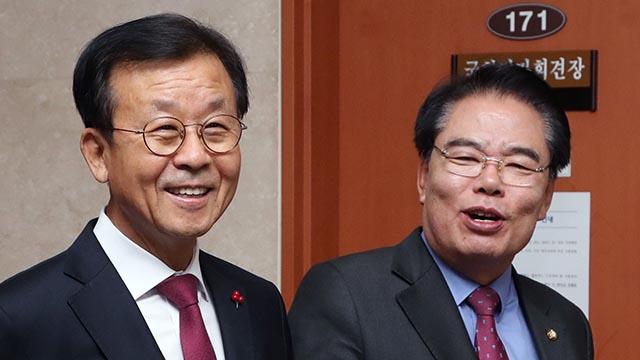 """""""후배들이 정치 바꿔달라"""" 불출마 선언한 원혜영·백재현"""