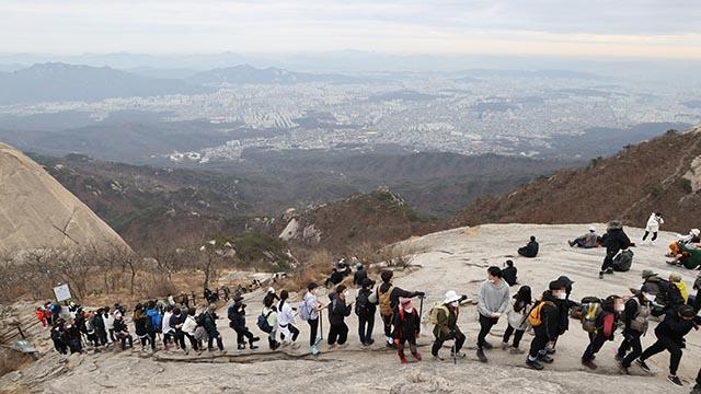 연휴 북한산 등반 인파